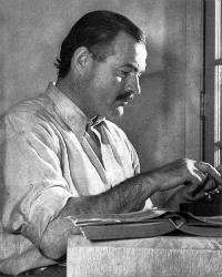 Ernest Hemingway. Foto: Arnold Lloyd. (Bild licensierad under Public domain via Wikimedia Commons)