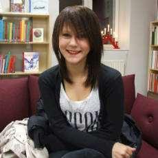 Emilia besökare på Tierps bibliotek.