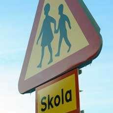 Trafikskylt för skola.