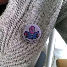 Knappen för Uppsala läser på en tröja.