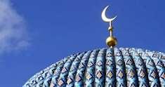 Taket av en moské med halvmånen