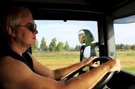 Lastbilschauffören och författaren David Ericsson i sin lastbilshytt